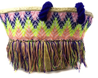 Basket embroidered with fringe