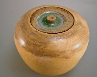 Lidded jar, yellow jar, shimmering green glass lid