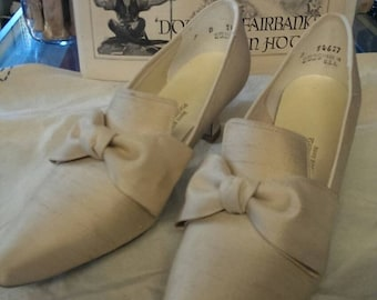 35% Off Sale Vintage ivory linen silk bride slippers shoes with oversized bow  size 7B