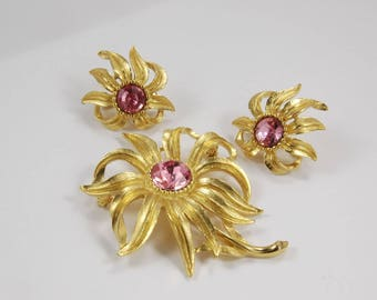 Vintage Trifari Flower Brooch -  Earrings -  Demi Parure - Gold Tone Chrysanthemum Pink Rhinestones Bridal Trifari