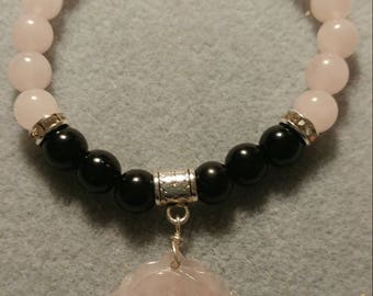 Rose Quartz and Onyx stretch bracelet with Rose Quartz Rose pendant. Natural Gemstones.