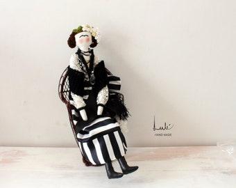 Fabric dolls, Frida doll, rag doll, collectible doll, gift doll, handmade doll, doll made of fabric, doll
