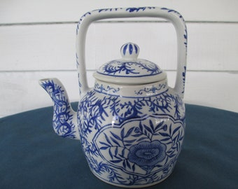 Vintage Blue and White Teapot With Rice Grain Pattern Chinese Teapots