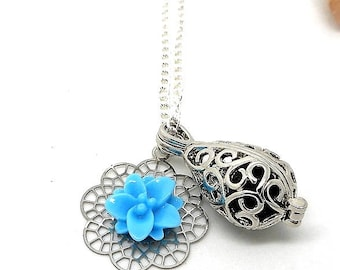 A scent! Necklace perfume print blue flower