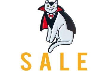 Vampire Cat Pin -  cat pin - cat enamel pin - Halloween enamel Pin - Halloween pin - Halloween cat pin lapel pin hat pin