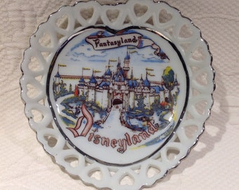 Rare Disney Eleanore Welborn Art Production ASI Vintage souvenir dish - plate collection - Disneyland Fanstasyland / / made in USA