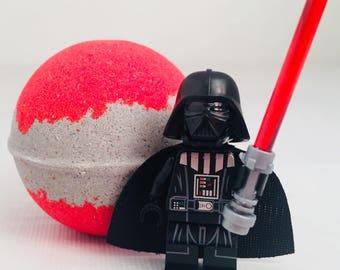 Star Wars Darth Vader Dark side Peek-A-Boo bath bomb with toy