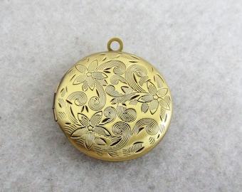 Brass round locket,  27mm Bronze flower phase Box, photo box , 10 pieces, ZF0 04974