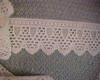 """Vintage White Lace, 4 Yards by 2 3/4"""".  #3235"""