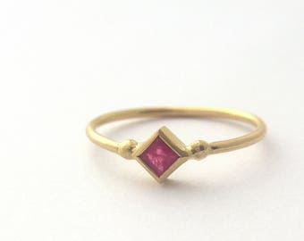 Ruby ring, 14k Gold ring, Stacked ting, Minimalist jewelry, Modern Engagement ring, Yellow gold ring, Women's gold ring, Solitaire ring