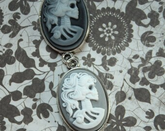 Grey White Skull Cameo Bracelet, Antique Silver, Black Grey Cameo Resin Skull Cameo, Rockabilly Gift, Adjustable Bracelet, Cabochon Jewelry