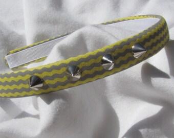 Grey And Yellow Wavey Chevron Spiked Headband 1/2