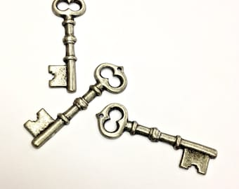 4 Pieces Skeleton Key Pendants, Antique Silver Plated Steel, Large Vintage, 43x13mm