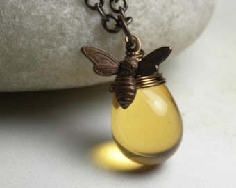 Honey Bee Necklace, Bumble Bee Charm Necklace, Bee Jewelry, Bee, Beaded Necklaces, Glass Pendant Necklace, Beekeeper Jewelry