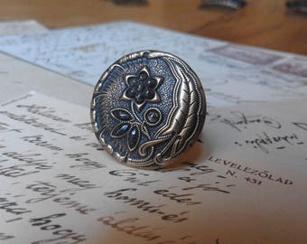 Bronze colored round Art Nouveau ring with steel spikes and flower pattern