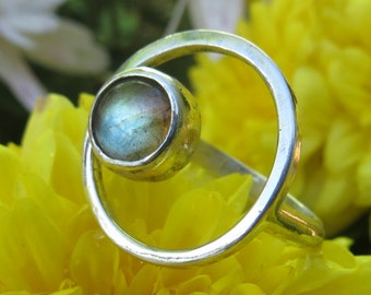 Sterling silver ring with Labradorite stone, Circles shape, Silver Ring, 925 Sterling Silver Ring, Special Ring, modern rings, galaxy, moon