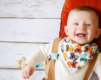 Bandana Bib and Pacifier Clip in Raccoons. Baby Gift Set. Baby Bib, Baby Pacifier Clip. Baby Woodland Nursery. Raccoon Bib. Gender Neutral