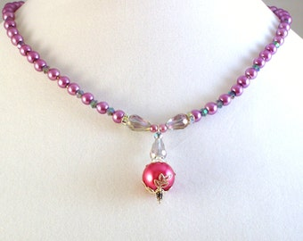 Pearls and crystals necklace with pendant
