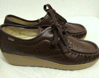 Women's Vintage 90's Chocolate Brown,Hand Sewn WEDGE Heel GRANNY Shoes By SAS.6.5M