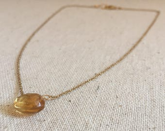 Gold necklace with citrine gemstone