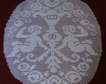 Place mat Antique Cherubs lace of hook hand-made net.