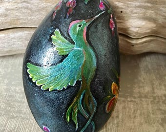 Hummingbird animal totem painted stone, Shamans kit, Altar Tool. Meditation tool, Pebble Art, Paperweight, Christmas gift idea