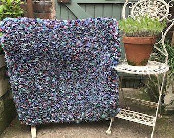 Beautiful traditional farmhouse rag rug