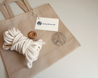 Supply kit for crocheting cross-body bag, includes 6 meters of 8 mm cotton cord and button