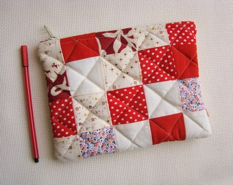 Zipper pouch, quilted pouch, patchwork pouch, quilted zipper pouch, coin purse, recycled, upcycling, reclaimed fabric, cosmetic bag