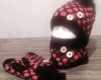 Kit hat, neck warmer, fingerless gloves
