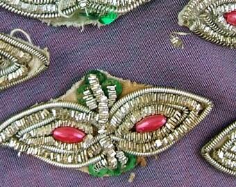 1 Vintage Metallic Passementerie Evil Eye Applique (Appliqué) - Eyes - Sequins - from Saris    (DR-026)