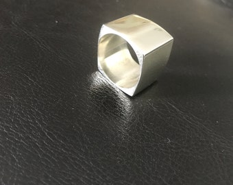 Silver Ring 925 Square weight 16.36 grams measure 7.5