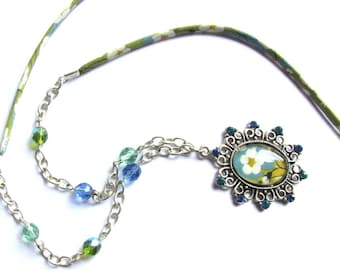 Necklace with medallion and cabochon, liberty and rhinestones