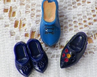 Three Vintage Glass Tiny Shoe / Wee Shoes / Shoe Shaped Novelty Buttons, Light / Dark Blue, Embellishments, Quilting, Sewing, Scrapbooking