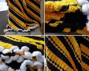 Busy Little Bee crochet blanket, warm, cosy, baby, lap