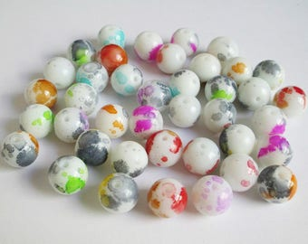 40 white speckled glass beads mixed color 12mm