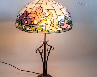 Vintage 1980s/90s Large Tiffany Style Lamp in Pearlescent Lilac Stained Glass in Full Working Order and PAT tested.