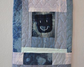 Patchwork quilt Wallrug with smiling face