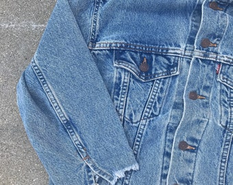 Vintage Levi Strauss Levis Frayed Collar and Sleeves Denim Jean Womens Jacket Size Small