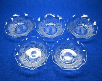 set of 5 Iris and Herringbone ( Jeannette ) berry bowls with a ruffled edge