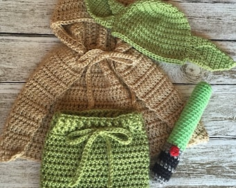 star wars yoda set // newborn 0-3 3-6 6-12 months //crochet newborn photo prop // yoda cape hat shorts and light saber // halloween costume & CROCHET PATTERN yoda hat newborn-toddler sizes // crochet hat