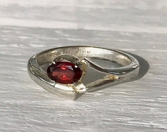 Vintage Estate Sterling Silver Red Oval Garnet SRTD Ring Size 7.25 Gift for Her January Birthstone