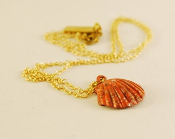 Sea Shell necklace in brass. Statement necklace. Discreet Jewelery.