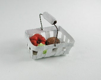 Dollhouse Miniatures, Shopping basket Doll house miniature 1zu12, for transport of food, fruit and vegetables