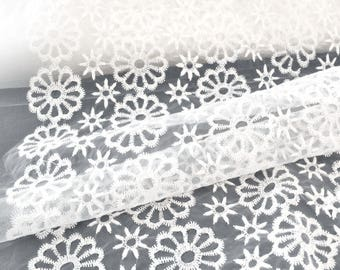 Embroidery/white organza fabric embroidered floral cream x 50cm