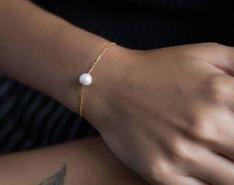 Single Pearl Bracelet - One Pearl Bracelet - Bridesmaid Gift - Floating Pearl Bracelet - Bridal Bracelet - Pearl Bracelet - Gift for her