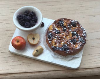 Miniature Apple and Blackberry Cake (1:12 Scale)