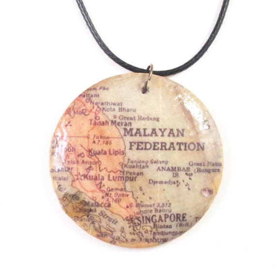Wooden world map necklace - Asia