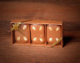 Miniature Gift Box: Tradtional Gingerbread