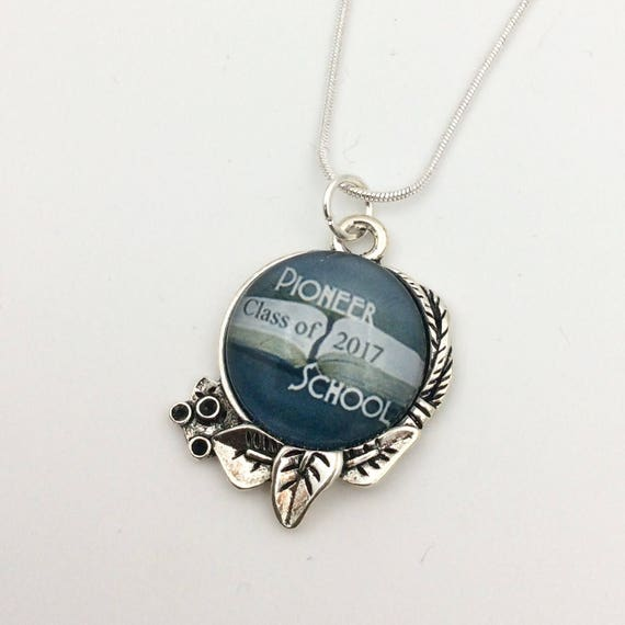 JW Pioneer School 2017 or 2018 Circle Leaf Pendant with chain, Available in English or Spanish. Blue Velvet Gift Bag Included!